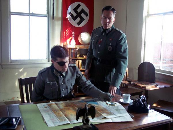 Čtyřicet dva způsobů jak zabít Hitlera