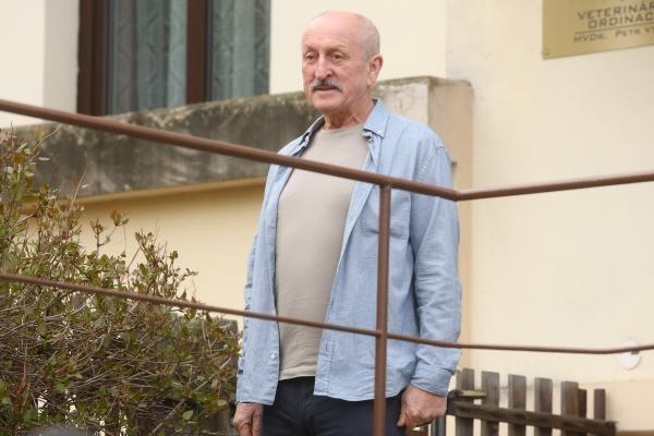 Krejzovi  (76)