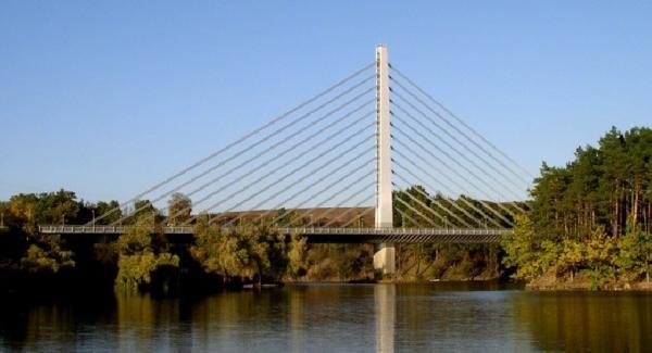 Zavěšený most přes Jordán