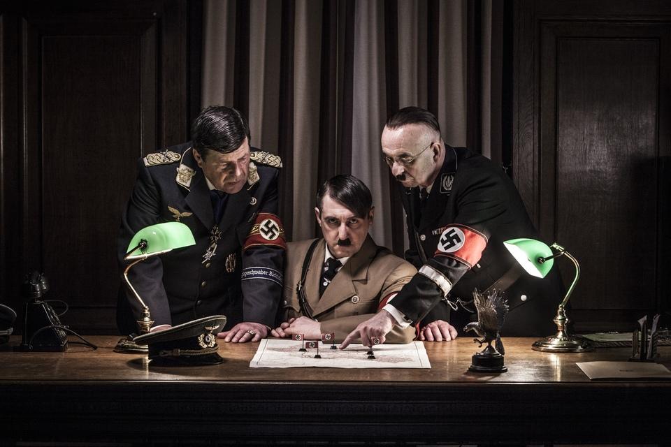 Dokument Hitler a jeho stoupenci zla