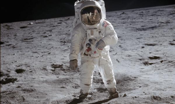 Dlouhá cesta na Měsíc