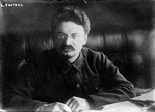 Stalin versus Trockij