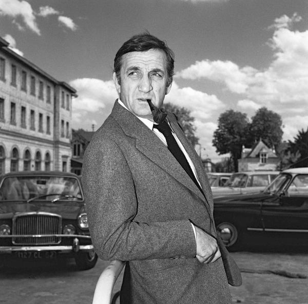 Lino Ventura,Talian v Paríži