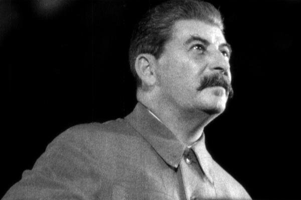 Dokument Vedec, podvodník a Stalin: Ako nasýtiť ľudí