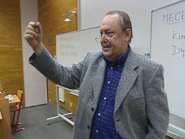 Pavel Tománek, profesor nanotechnolog