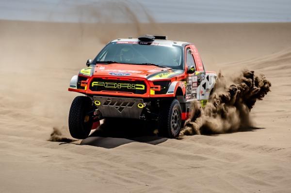 Svět motorů: Ivar CS na Dakaru