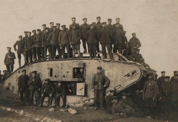 Dokument Tanky v pekle bojů