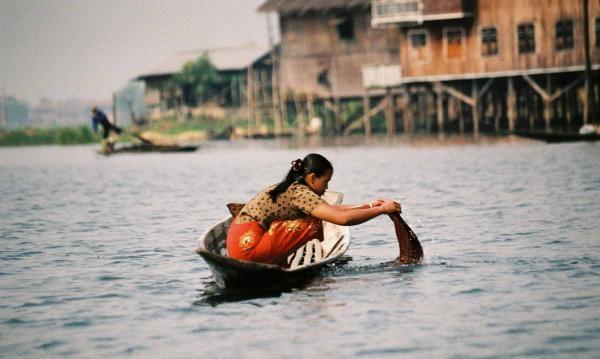 Dokument Mjanmarsko - Na rovnakej ceste