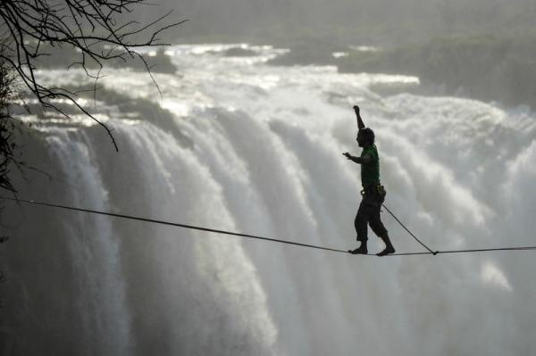 Nyami Nyami - Slacklining at the Victoria Falls