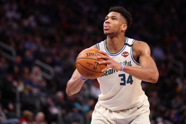 NBA Classic Games: Philadelphia 76ers - Milwaukee Bucks
