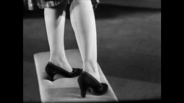 Dokument Okouzlující historie spodního prádla aneb Sláva punčocháčům