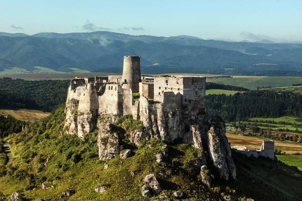 Slovenské hrady objektívom