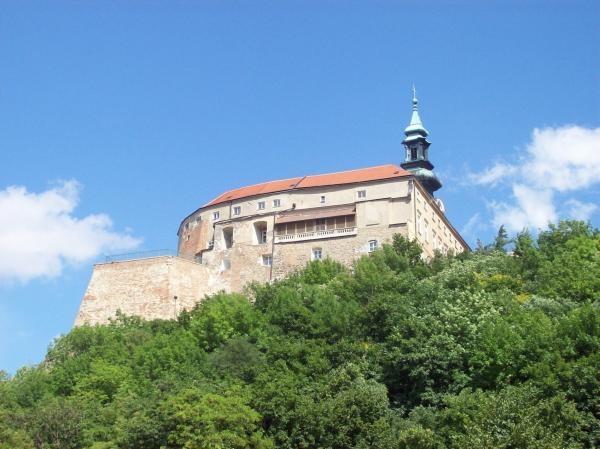 Dokument Slovenské hrady objektívom