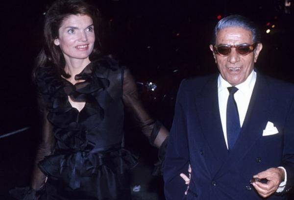 Dokument Callasová, Kennedyová a Onassis - dvě královny a jeden král