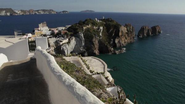 Dokument Capri a další malebné ostrovy Neapolského zálivu