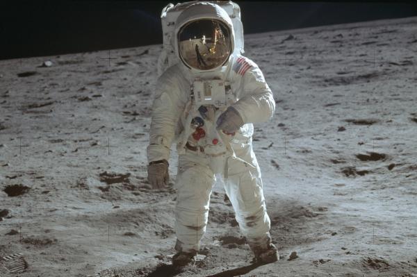 Dokument 50 let Apollo