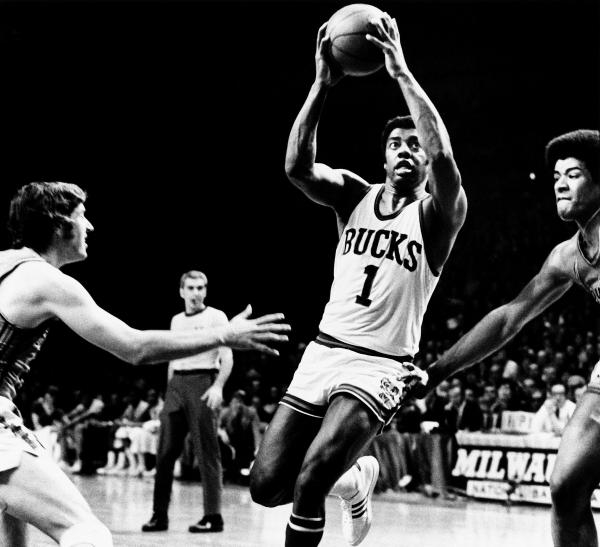 NBA Classic Games: Baltimore Bullets - Milwaukee Bucks